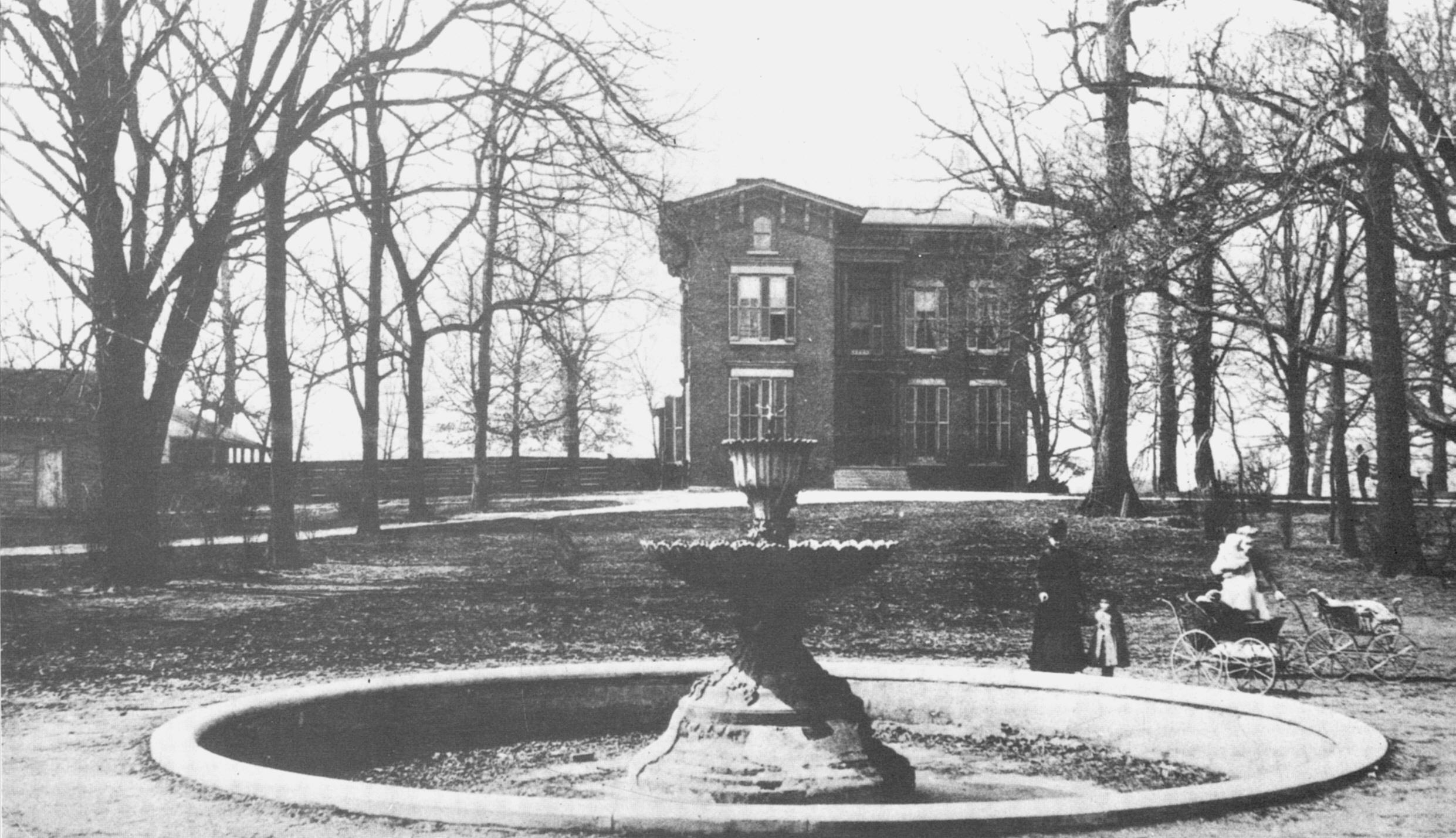 Old louisville history dupont mansion in central park for Dupont house